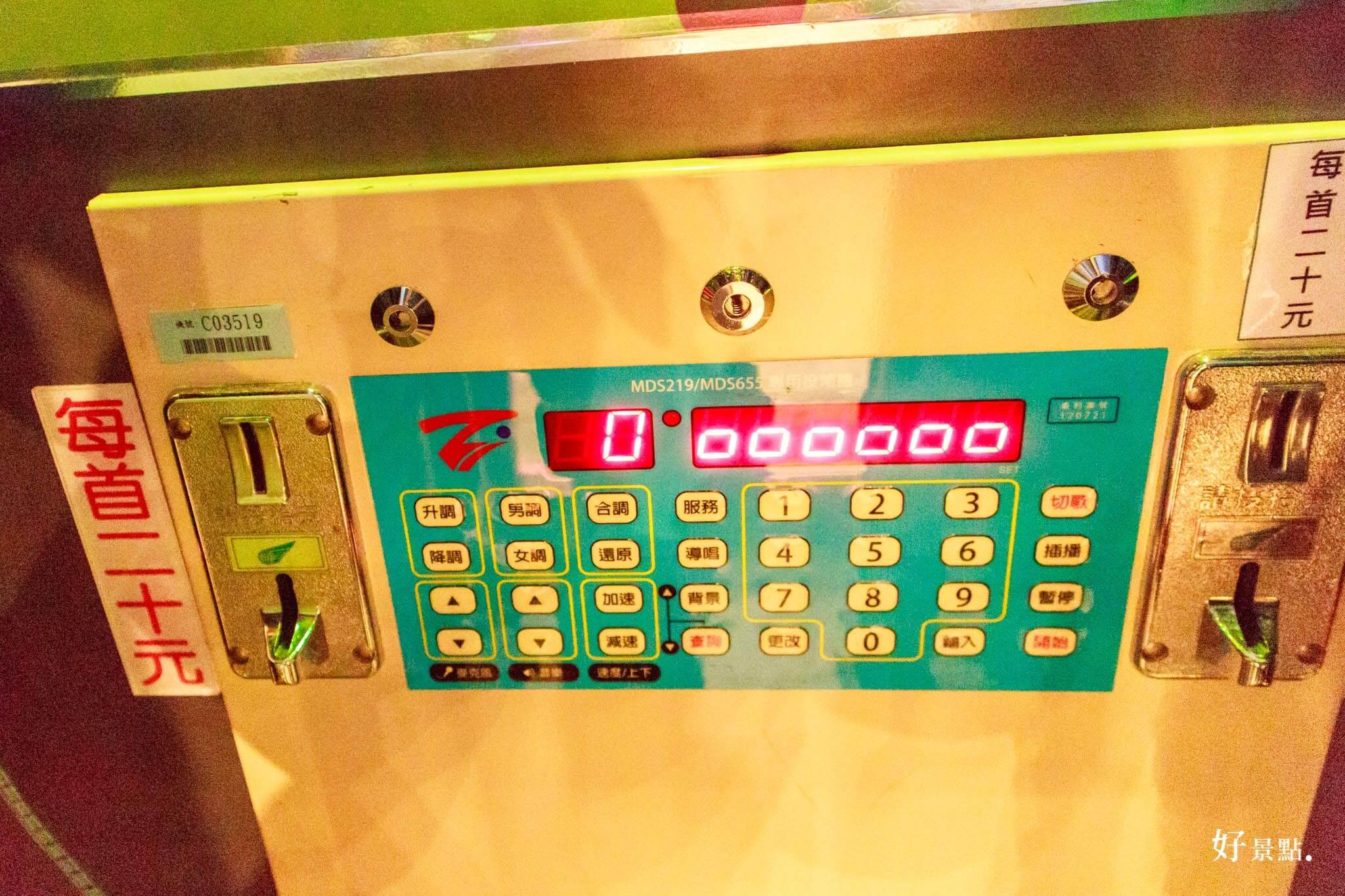 |台中。東區|「電話亭KTV」一首歌只要20元自己也可以開包廂唱歌!