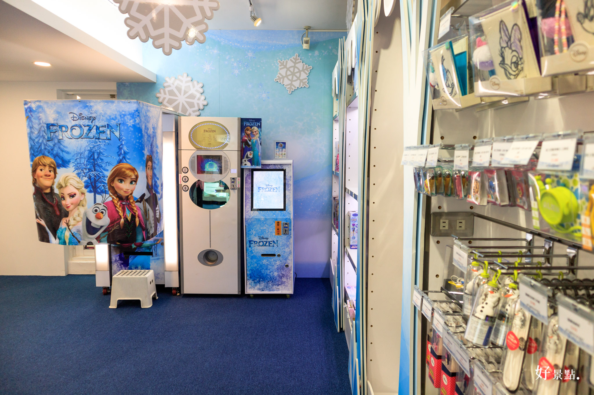  台北。大安 忠孝敦化站-冰雪奇緣冰紛派對快閃店/IG打卡熱點!快來和艾莎、雪寶拍照