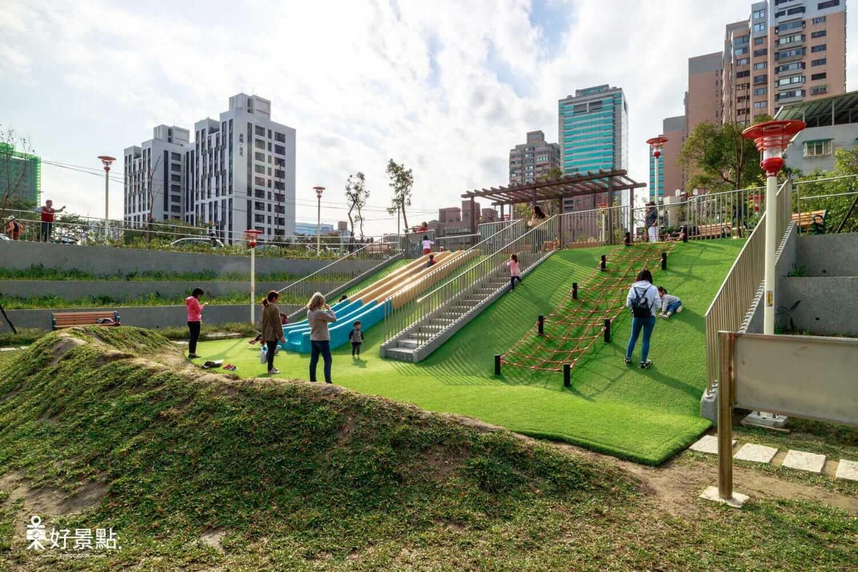 |新北。板橋|富貴綠地公園-新北特色公園!小小兵溜滑梯