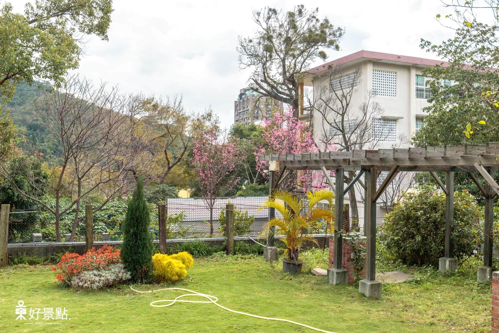 |台北。北投|前日軍衛戍醫院-日式建築古蹟、免費足湯