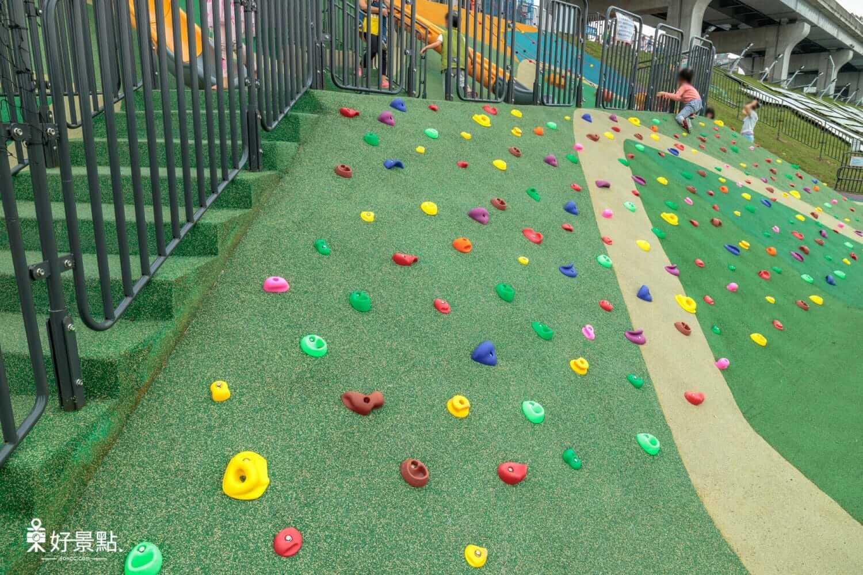 |新北。三重|幸運草地景溜滑梯-七米高圓弧溜滑梯、磨石子碗公溜滑梯!