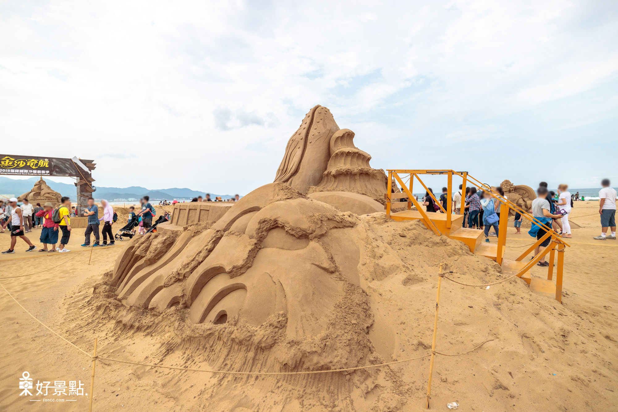 |新北。貢寮|2018福隆國際沙雕藝術季-顛倒大沙雕超吸睛!