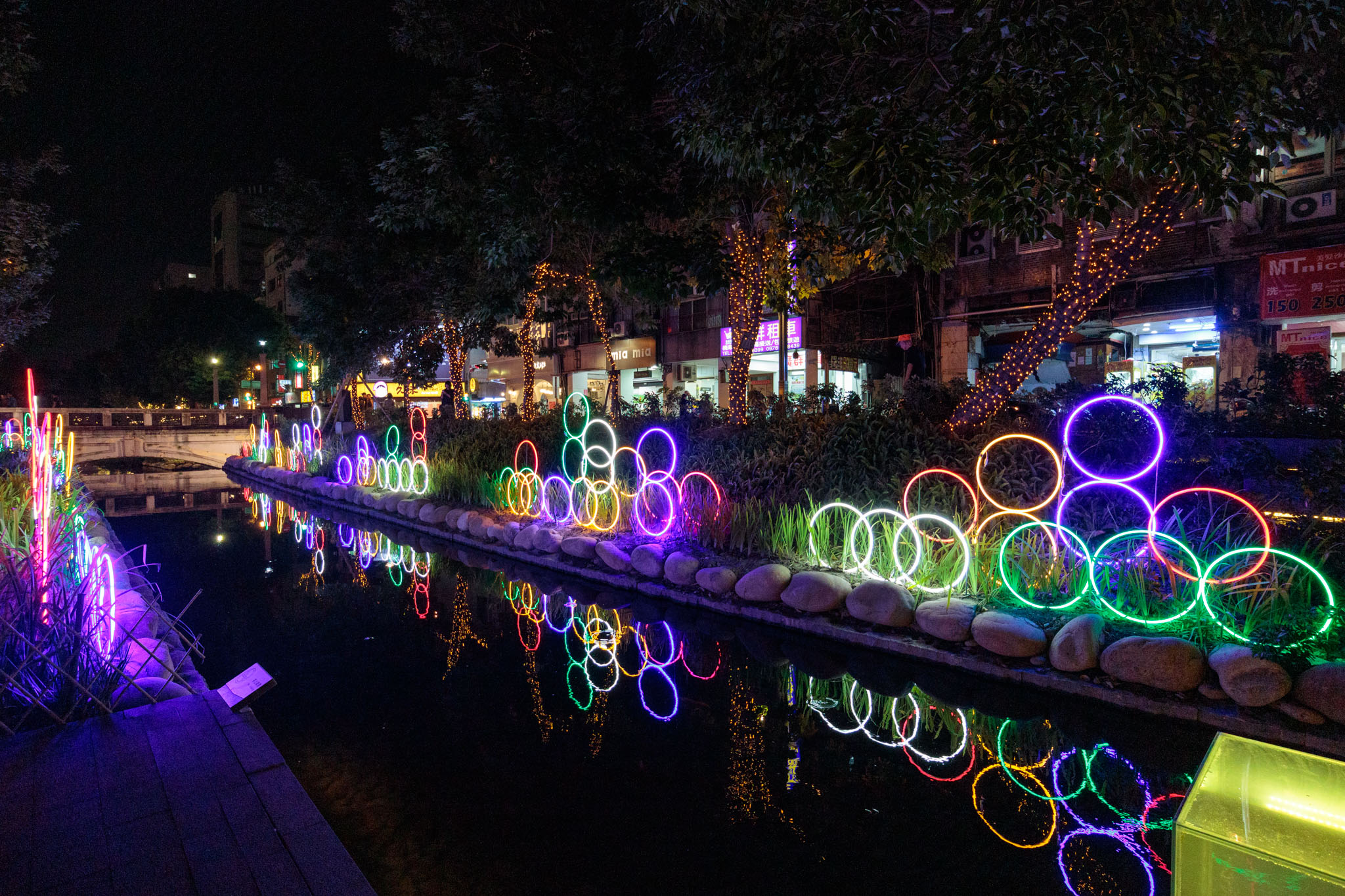 |台中。中區|點亮.綠柳川創意光景藝術展-超美浪漫燈海打卡熱點!