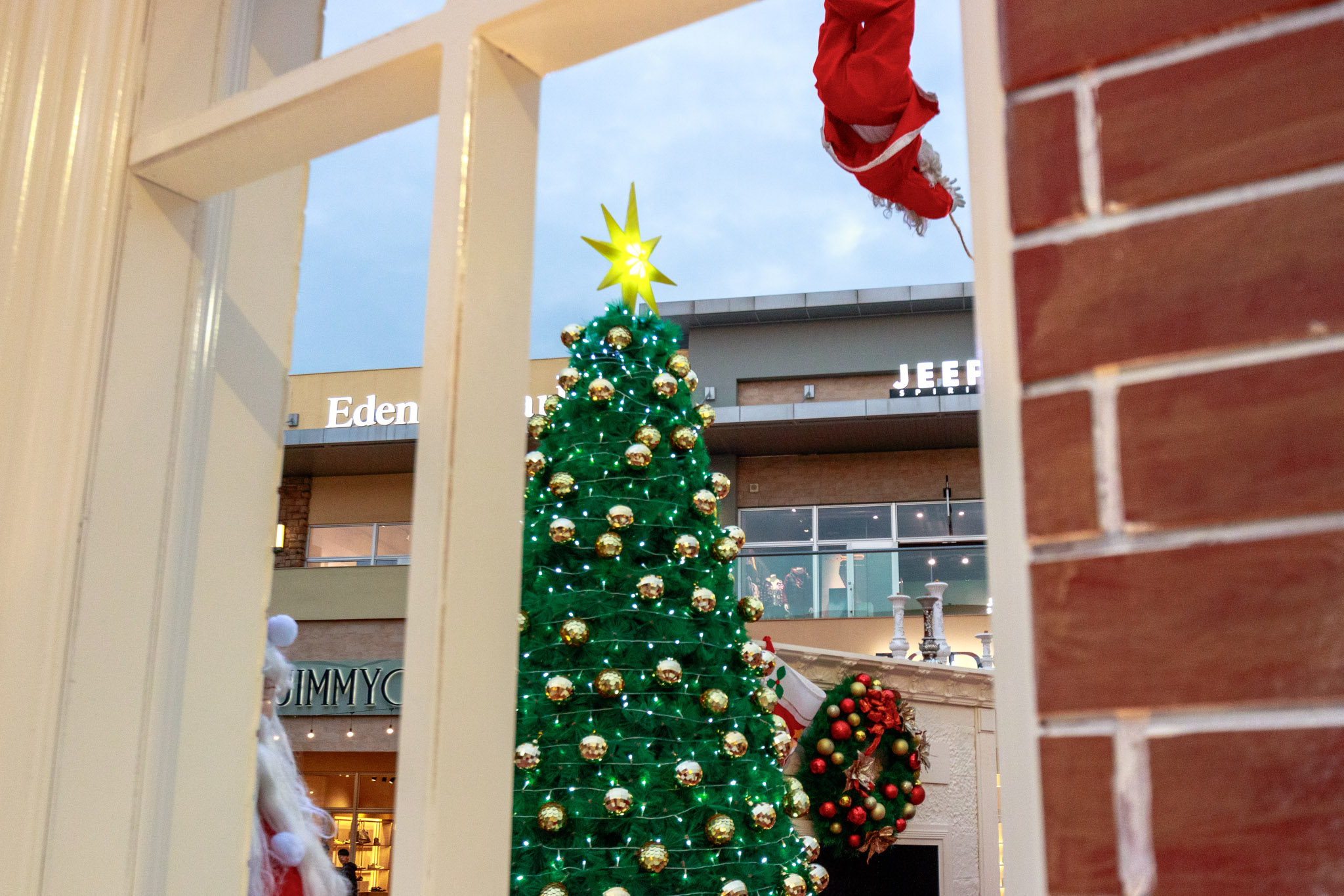 |桃園。中壢|GLORIDAY華泰名品城聖誕村-超美下雪聖誕樹、可以穿越的樹洞!