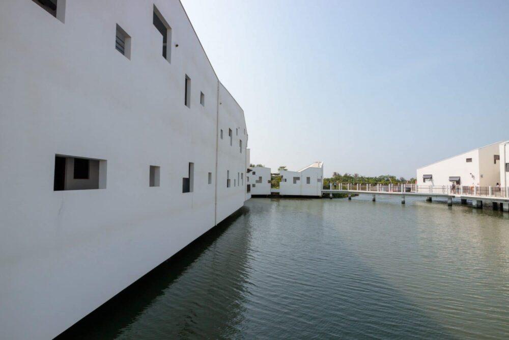 |台南。安南|台江國家公園管理處暨遊客中心-白色水上高腳屋