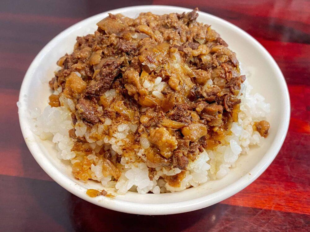 淡水美食推薦「園軒平價鮮魚湯」肉燥飯