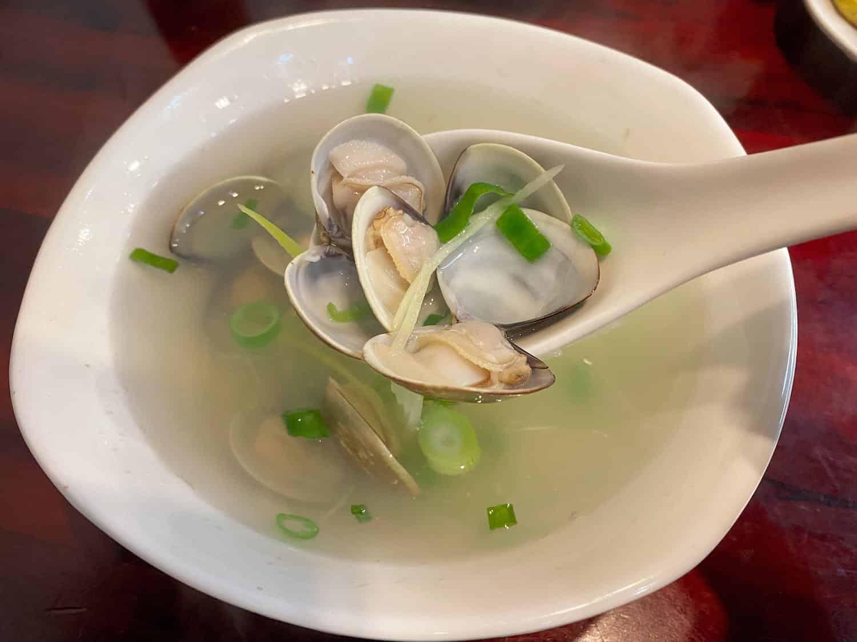 淡水美食推薦「園軒平價鮮魚湯」蛤蜊湯